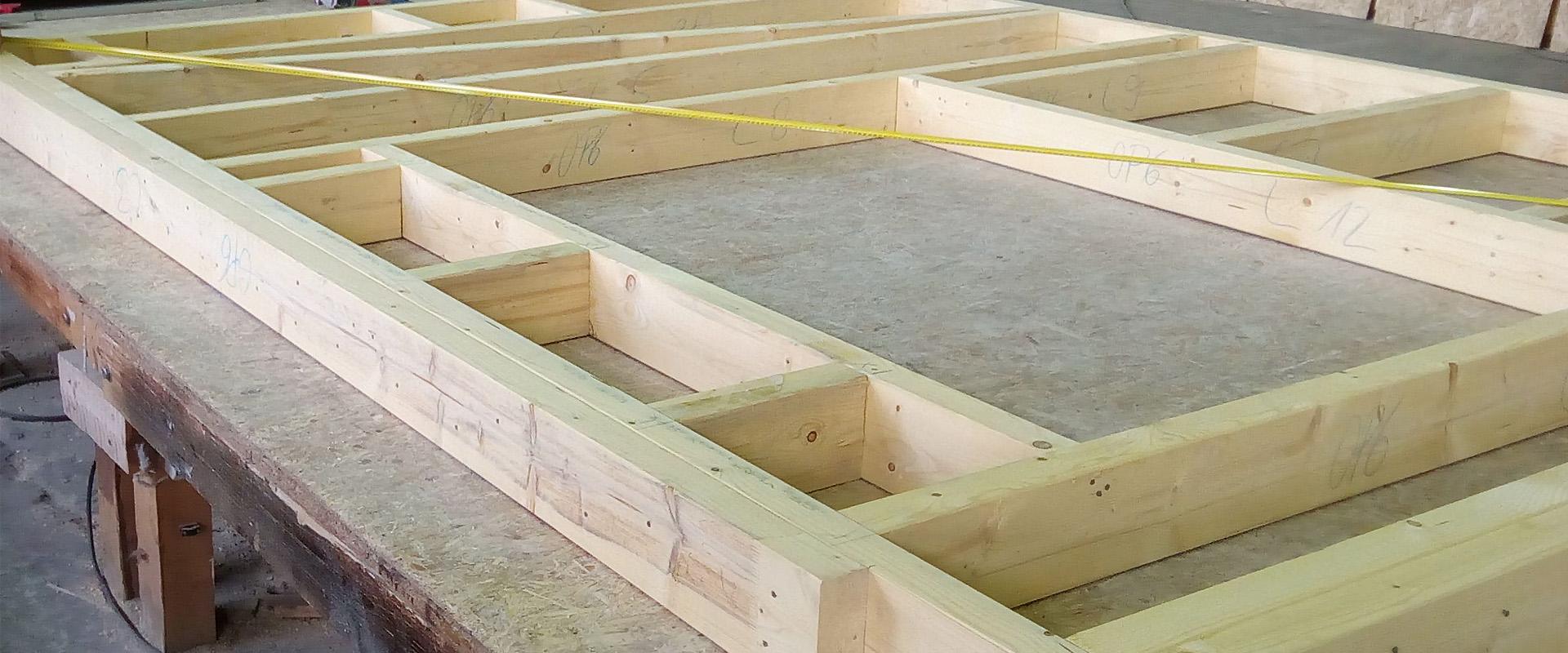 Vo vlastnej výrobnej hale pripravujeme všetky potrebné komponenty k našim stavbám